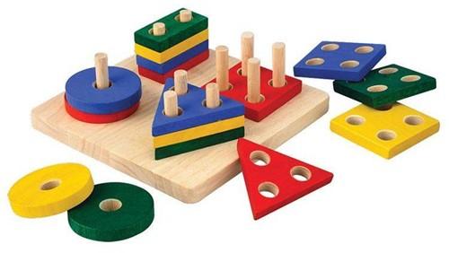 Plan Toys Holz Lernspiel Geometrisches Sortierbrett